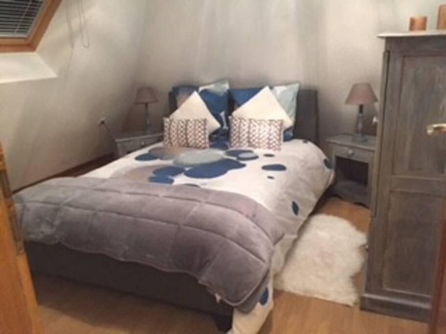 Chambre avec lit de 140x200 cm