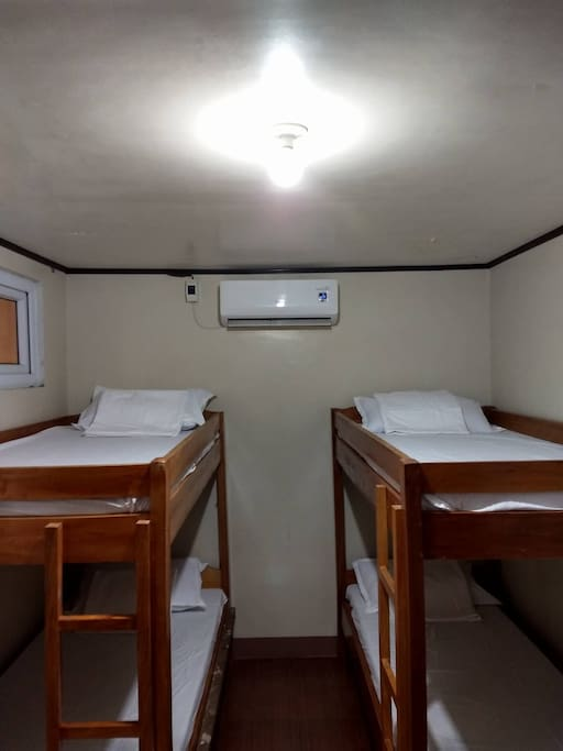 2 bunkbeds, max of 4 persons