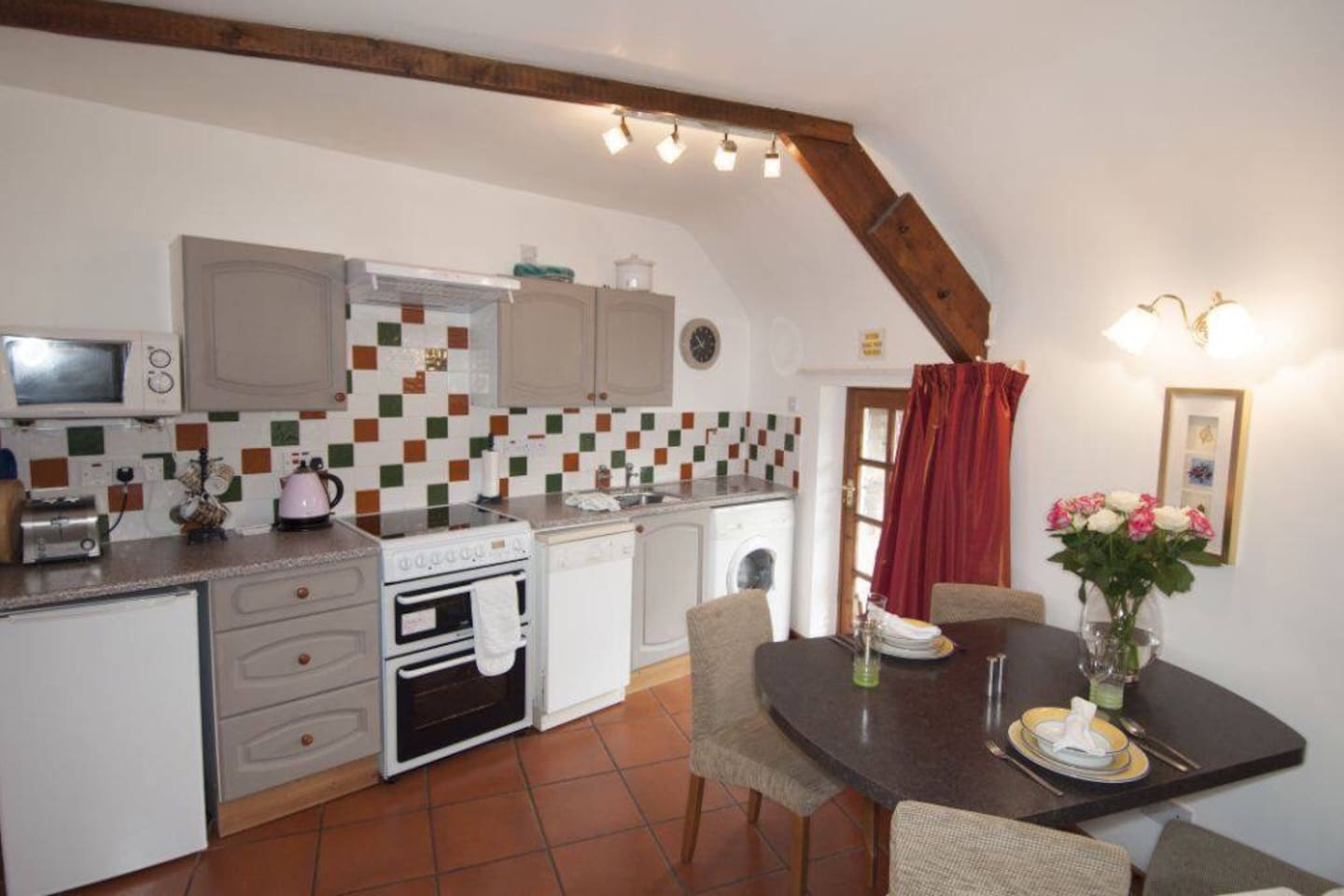Well equipped kitchen with washing machine, electric cooker, dishwasher, microwave etc