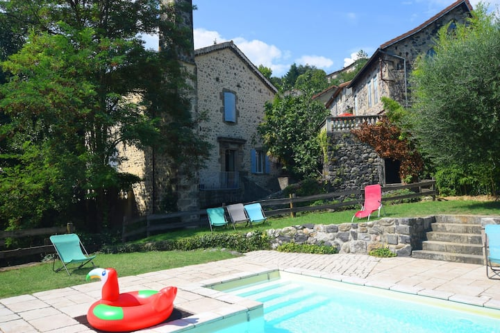 Cosy Holiday Home in Ardèche with Swimming Pool
