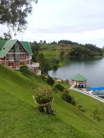 La Casa del Lago - Guatape