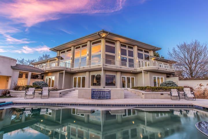 ⭐️ Sophisticated Argonne Villa Resort Pool Hot Tub
