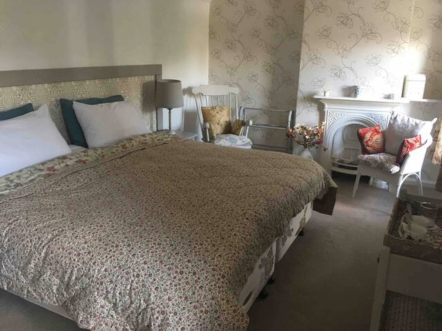 Sherborne stay with bed & breakfast private suite