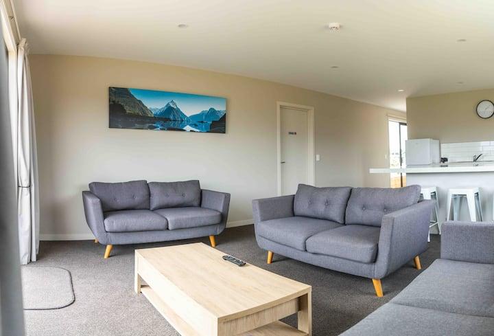 (6)NEW TE ANAU 3 BEDROOM HOME. LAKE/MOUNTAIN VIEWS