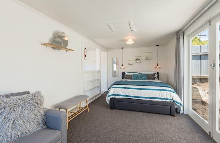 Standalone Bedroom/Lounge