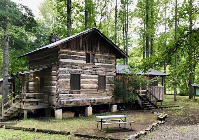 Boone Cabin Rustic River Retreat
