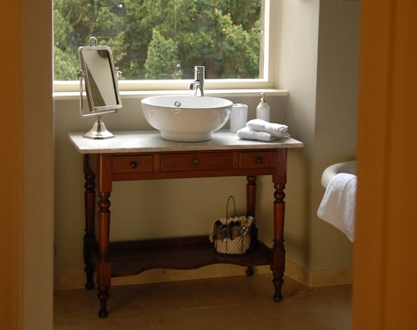 Myfanwy at Ffynnon - King Size Double Room