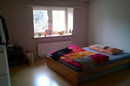 heimelige Wohnung in ruhigem Quartier - Ennenda