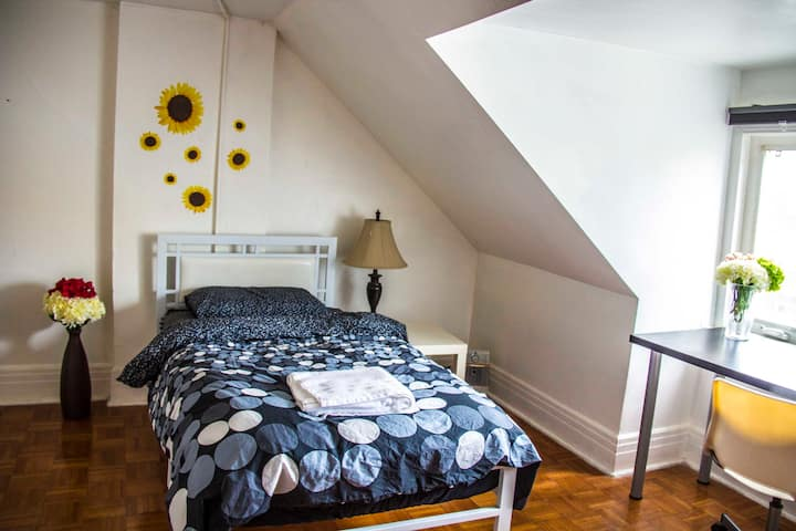 Private & Cozy Attic room in Toronto
