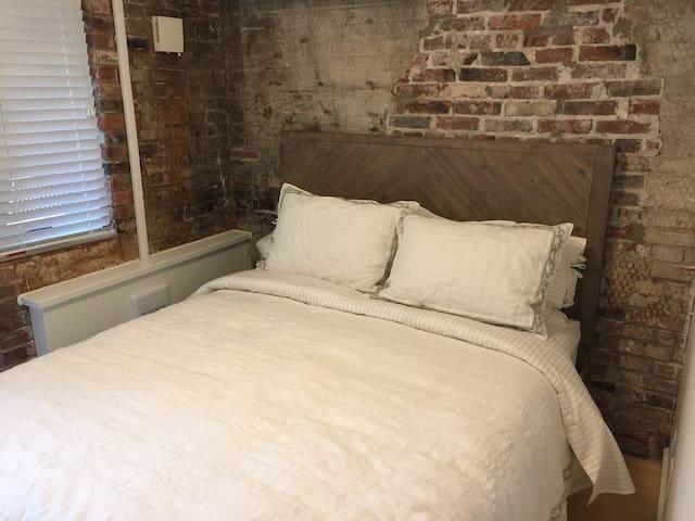 Comfortable and quiet queen bed!