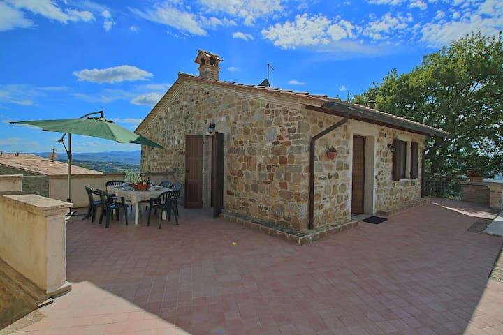 Gemütliches Ferienhaus mit Swimmingpool in Collazzone