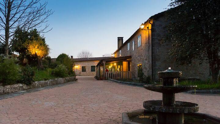 Villa grande con piscina en Santiago