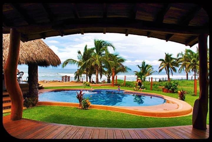 CASA LUNA DEL MAR - Oceanfront Suites & Bungalows