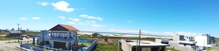 Apto com vista para o mar, próximo a Torres.