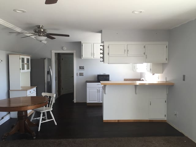 1 bedrm modern apt close to village - Arroyo Grande - Flat
