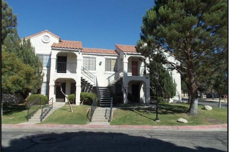 beautiful condo for short term rent - Palmdale - Apartemen