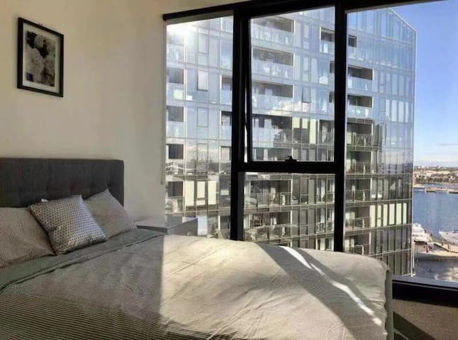 Docklands 1BR Apt w/ Waterfront &NY Firework view