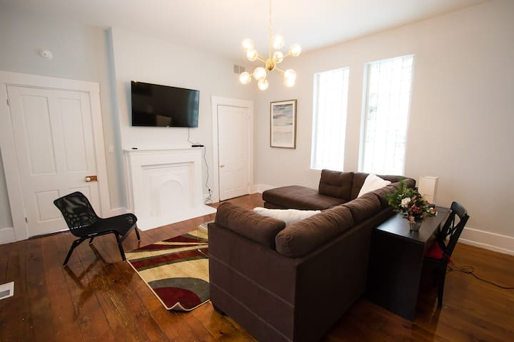 Historic 1 Bedroom House Near Everything