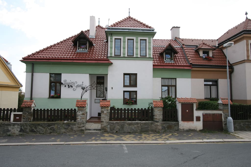 B b pension grant lux znojmo chambres d 39 h tes louer for Chambre d hote b b