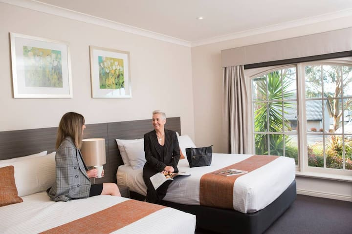 Resort Room – 2 Queens Adults only