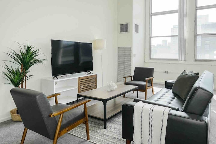 Luxe Studio by Center City | FREE Parking