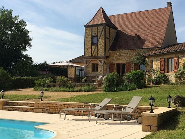 Charming house with heated pool in the Dordogne