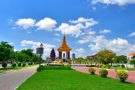 Cozy Independence Monument Apartment - Phnom Penh