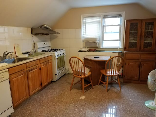 Lovely, spacious bedroom in beautiful apartment - Queens - Haus