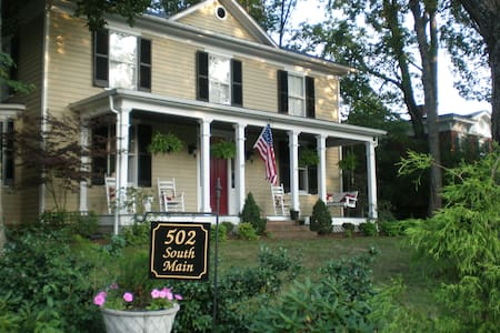 Updated, historic, intown home - Lexington - Bed & Breakfast