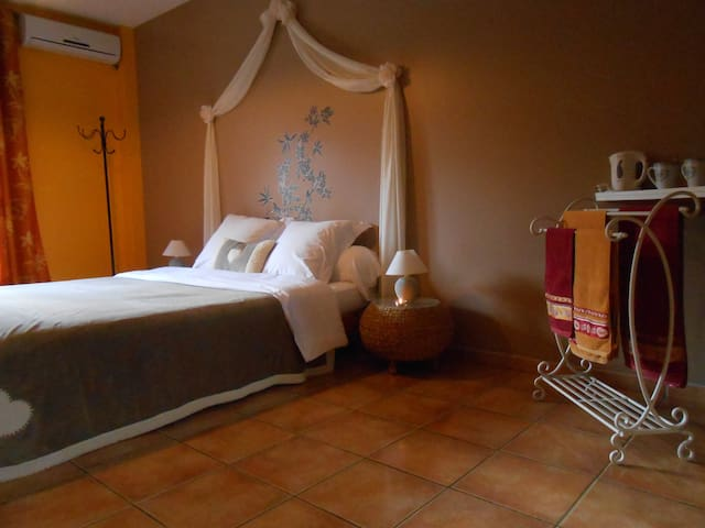 Chambre double en Pays Cathare - Belvianes-et-Cavirac - Bed & Breakfast