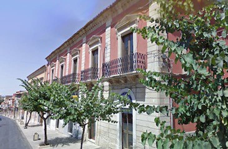 Indipendent renewed Guest House**** - Comiso - Casa