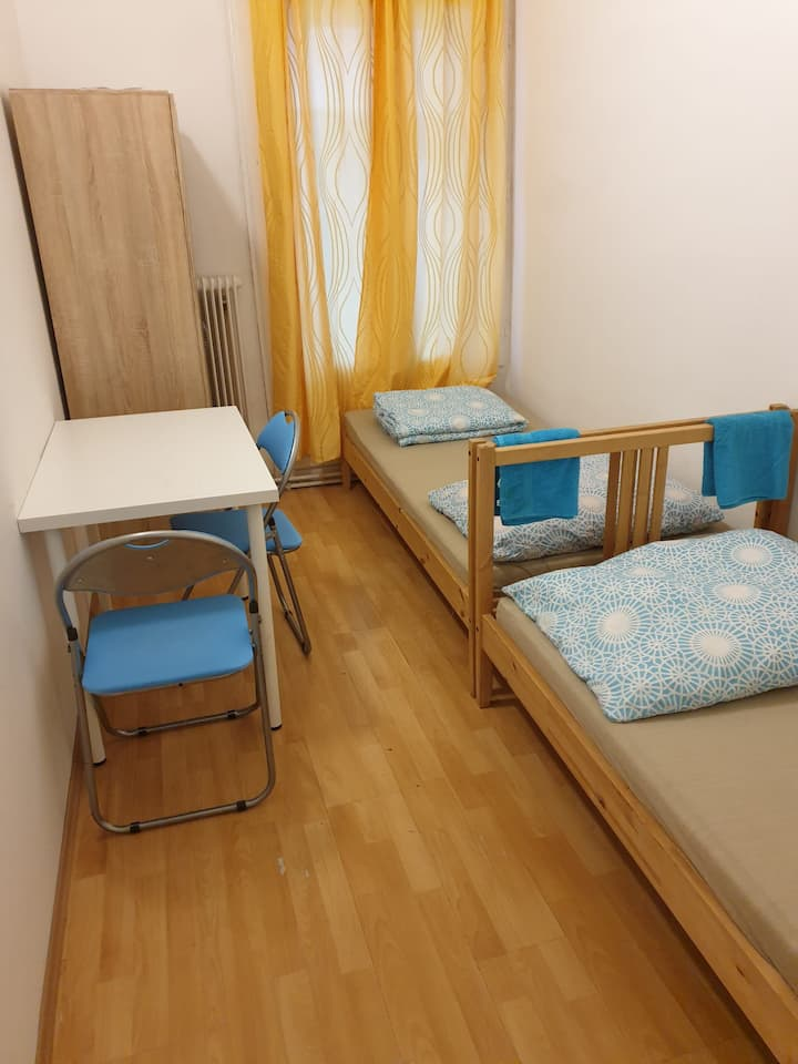 Private room in Vienna for 2 PAX, metro U6