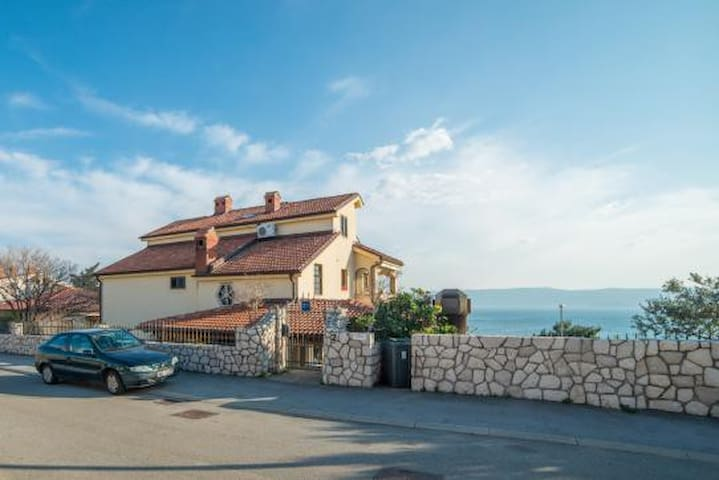 Vila Stanić with pool (app for 5+1) - Novi Vinodolski - Departamento