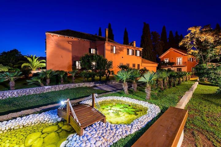 Villa Green Garden