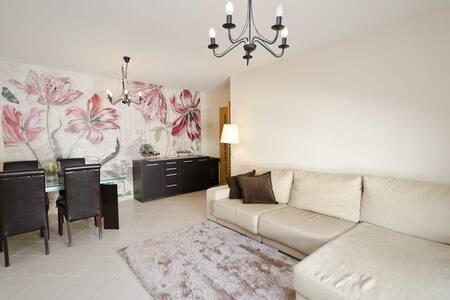 Modern 2 Bed Apartment 6km Praia da Rocha