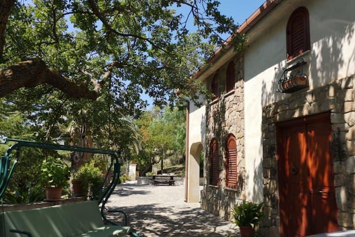 Villa de Charme à Polizzi Generosa avec Piscine
