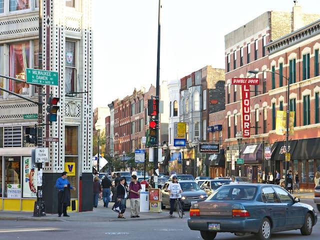 Empty Apartment, Air Mattresses, Amazing Location! - Chicago - Loft