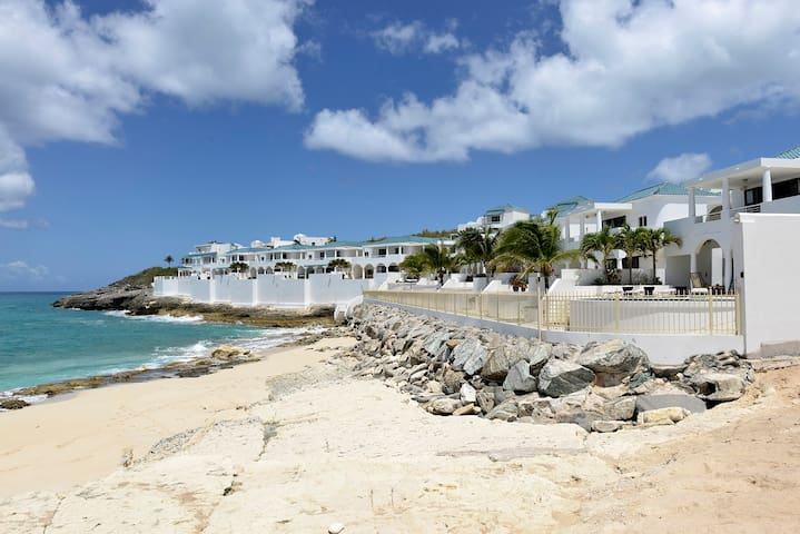 Beautiful Cupecoy beach