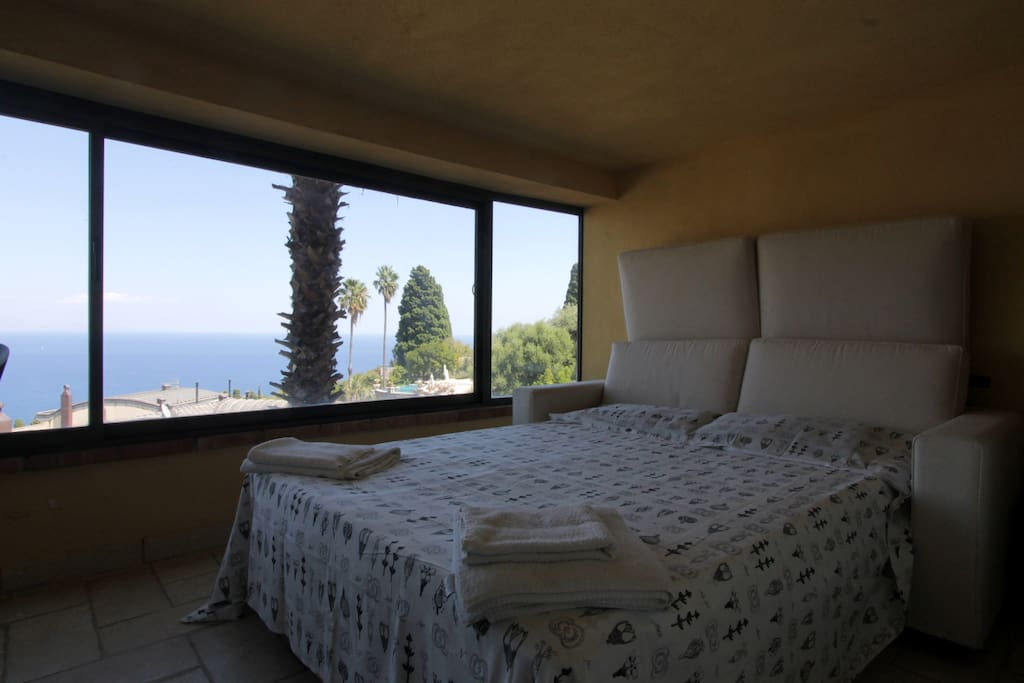 The full covered Patio , with sofa bed and amazing view