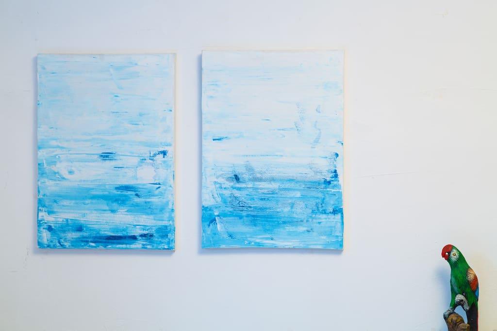 有一些房间,注定是和画面感有关的。房间的颜值可不能马虎,白蓝配色,极简淡然,似乎永远与纯真美好的事物有关。随便拍一张晒到朋友圈就引来点赞无数。
