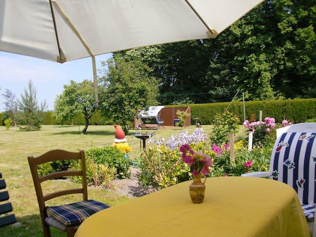 Ferienwohnung im idyllischen Dörfchen Metschow - Borrentin - Apartment