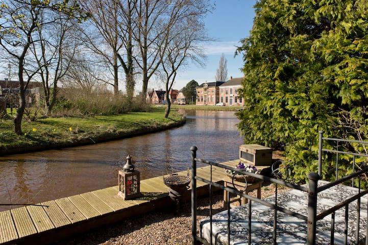 Plexat, maar 30 min. van Groningen - Zuidbroek - 家庭式旅館