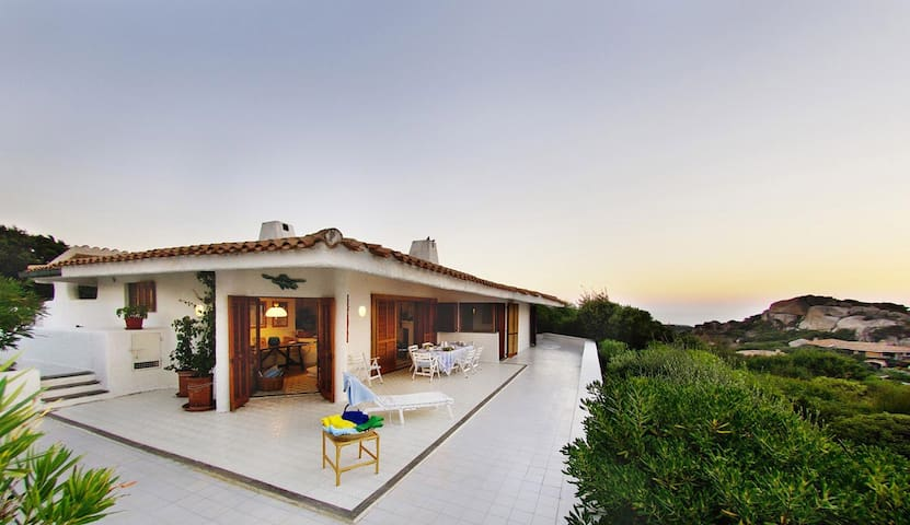 Splendid villa with a 180° sea-view