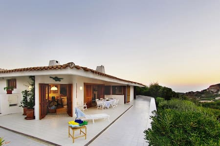 Splendid villa with a 180° sea-view - Hus