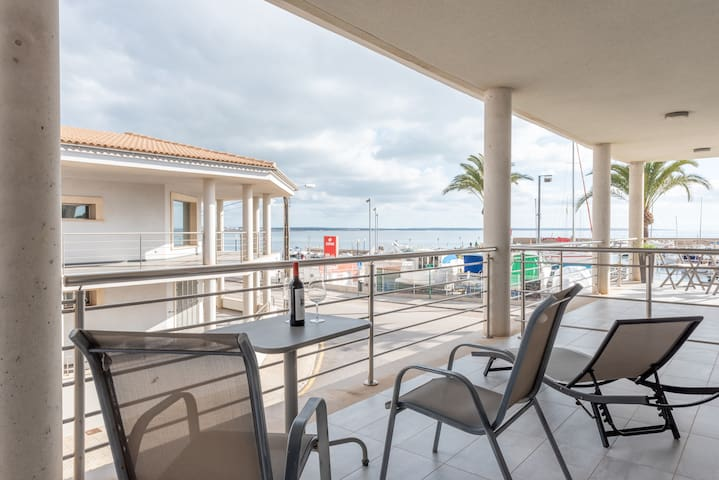 Beautiful Apartment at the Harbour with Terrace, Sea View & Wi-Fi; Street Parking Available