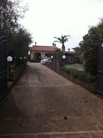 Camere in villa - Velletri - House