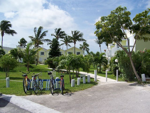 Waterfront 2 Bedroom Condo in Treasure Cay Bahamas - Társasház