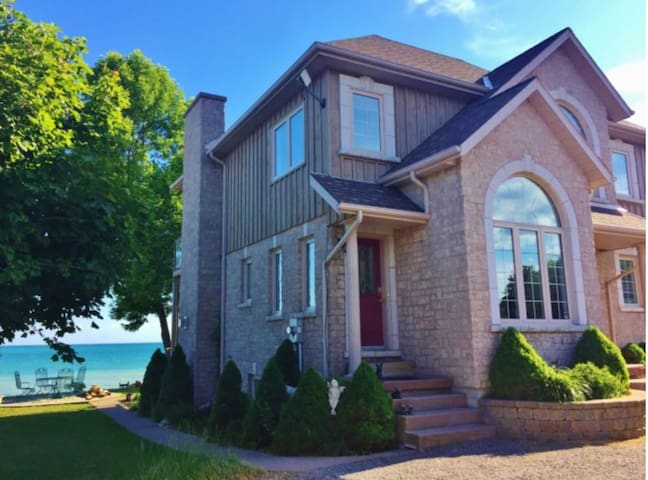 Luxury Presqu'ile Beach House - Brighton - House