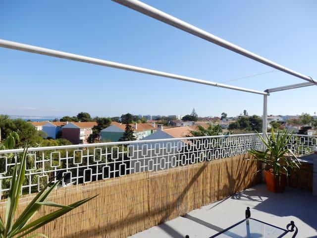 T1 com Terraço Junto à Praia - Oeiras - Leilighet