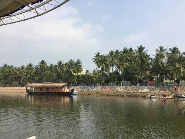B&B with Comfortable Stays near Godavari River